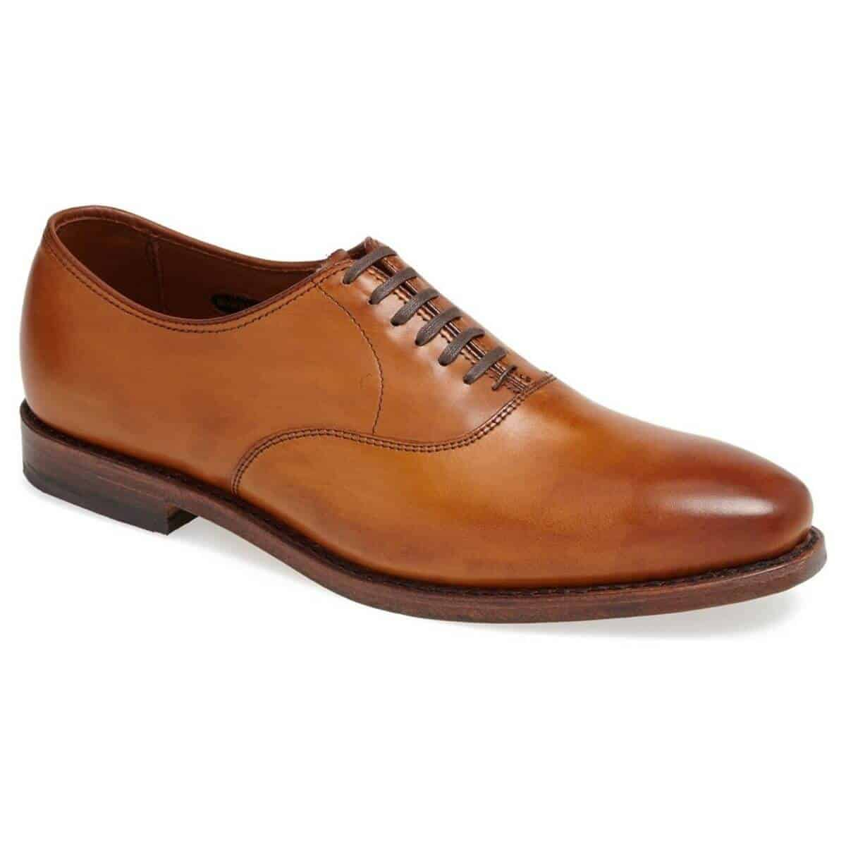 Brown plain toe Oxford shoe.