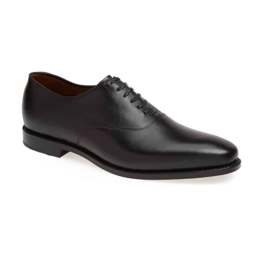Black plain toe oxford shoe.